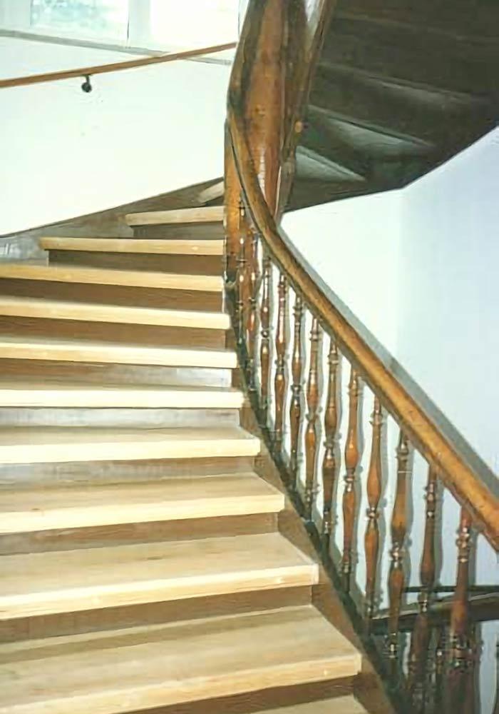 Treppe geschliffen und versiegelt, Geländererneuerung