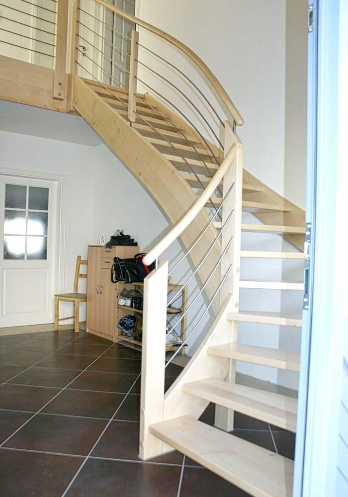 ¼ gewendelte Treppe, Ahorn europäisch mit Edelstahlgeländerfüllung