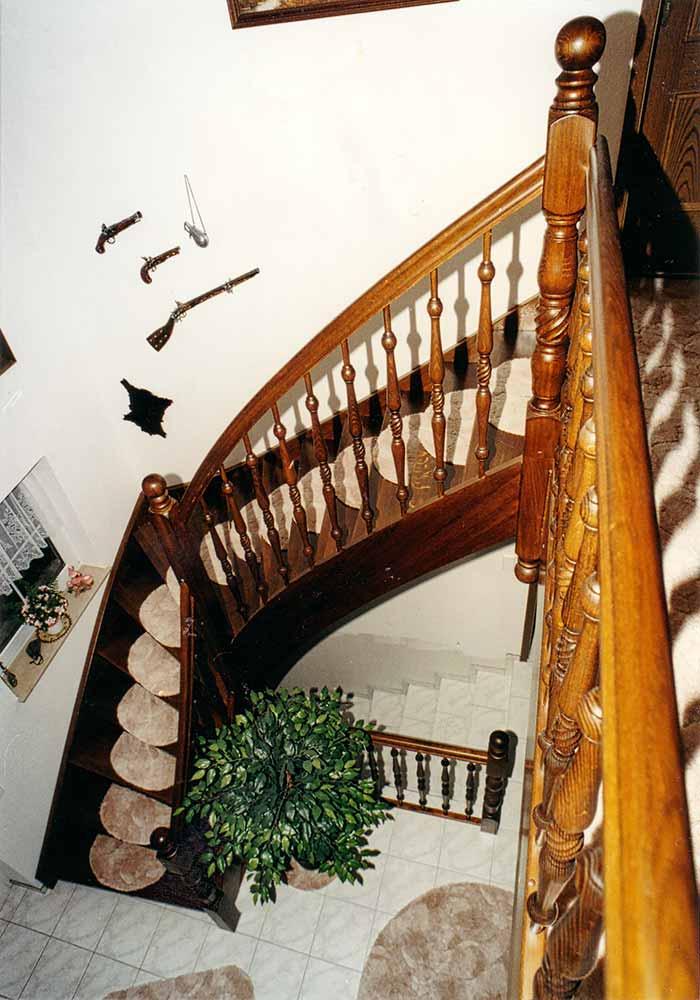 ¼ gewendelte Treppe,Pfosten und Stäbe gedrechselt aus Eiche rustikal